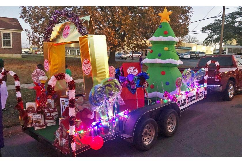 Willy_Wonka_and_Fruitcake_Factory_Parade_Float_Preview.jpg