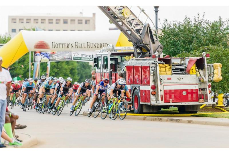 Hotter'N Hell Hundred: A Surgeon, A Bike, and a Ride Across Texas